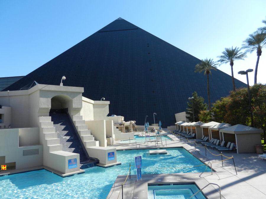 Het zwembad van het Luxor Hotel in Las Vegas
