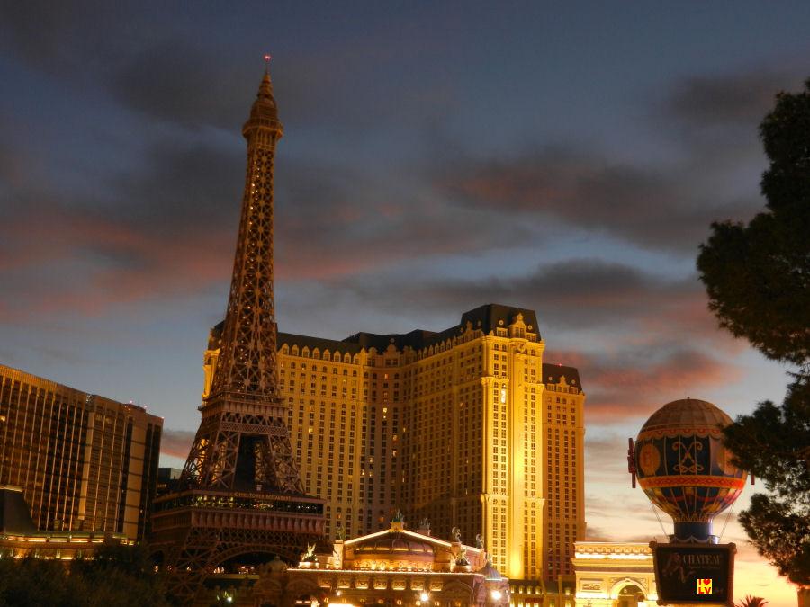 Het Paris Hotel in de vroege ochtend.