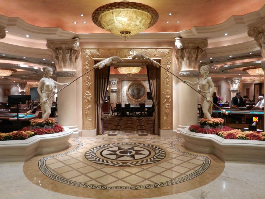 Als je heel veel geld heb mag je hier (High Limit room Caesars Palace) spelen.