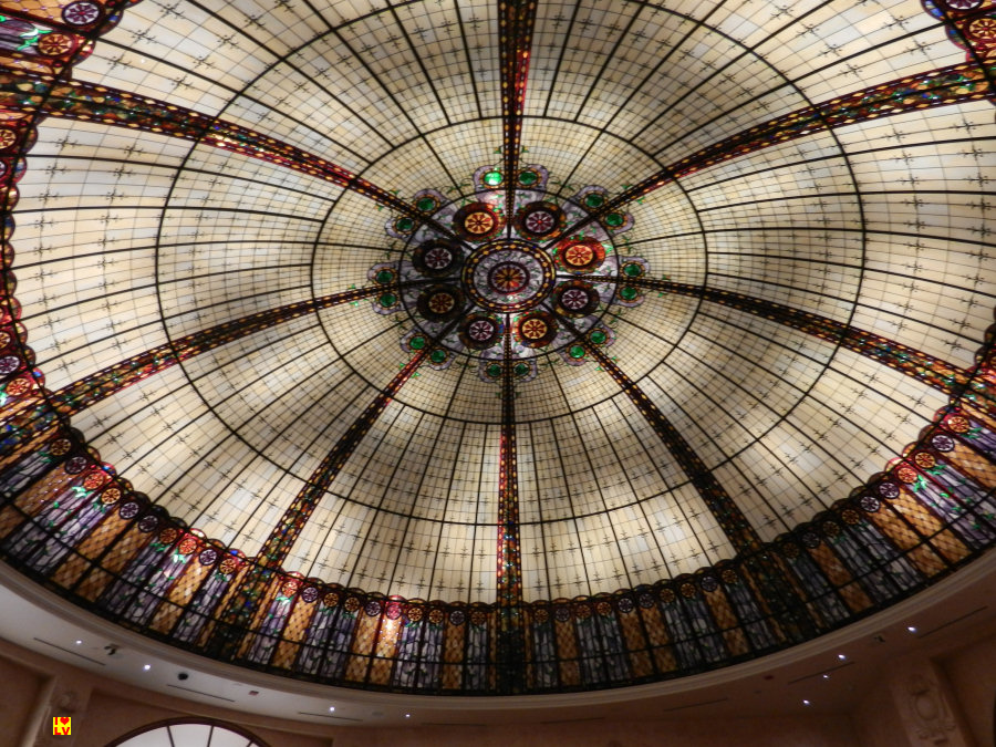 Prachtig glazen plafond Paris Hotel in Las Vegas.