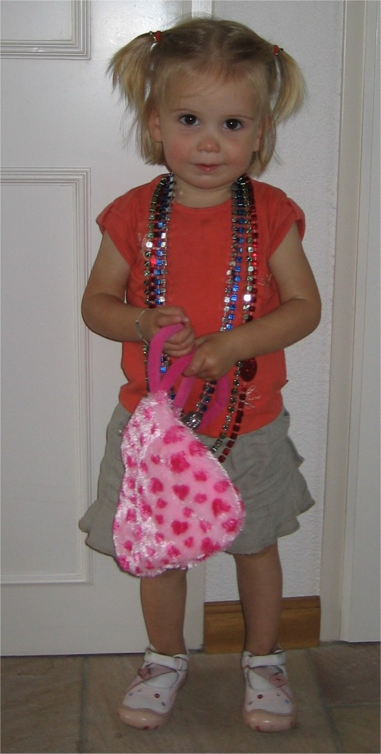 Onze dochter Ise, helemaal blij met haar cadeautjes