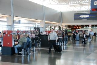 Ook op het vliegveld tref je gokautomaten aan!